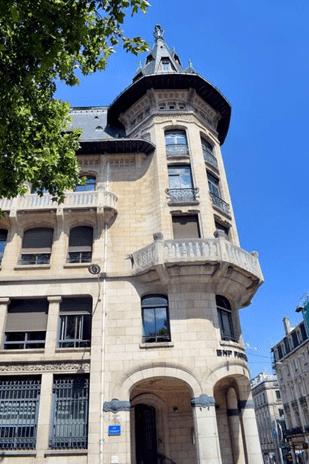 bâtiment rue saint jean